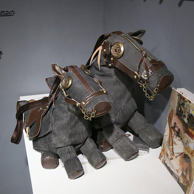 Eriline hobuse-kujuline õlakott
