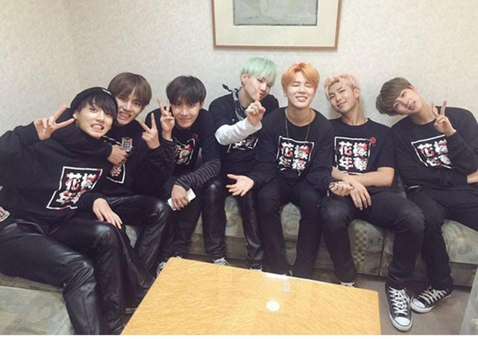 Kpop BTS Bangtan Boys LUCKYFRIDAYF Kobiety bluzy bluzy z kapturem Bluzy List Wydrukowano w J-HOPE 94 i SUGA 93 Kobiety Bluzy JUNG GŁUPIEGO 97 12